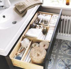 Organized bathroom cabinet via CasaDiez