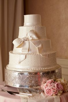 Pearl Fondant Swiss Dots Wedding Cake with Bow | Photo: Courtney Davidson Photography | Cake: Dessert Designs by Leland |
