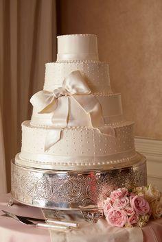 Pearl Fondant Swiss Dots Wedding Cake with Bow | Photo: Courtney Davidson Photography | Cake: Dessert Designs by Leland |