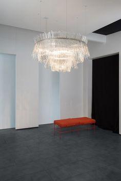 Discover alexander mcqueen 39 s paris boutique a design for Mobilia fano
