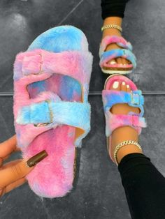 Crocs Fashion, Fashion Slippers, Fashion Boots, Sneakers Fashion, Style Fashion, Fluffy Shoes, Cute Slides, Swag Shoes, Cute Swag Outfits