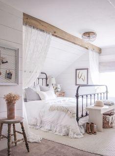 Awesome 85 Modern Farmhouse Master Bedroom Ideas https://insidecorate.com/85-modern-farmhouse-master-bedroom-ideas/