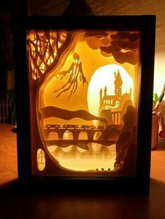 Shadowbox with banner paper shadow box art template – gerva clarinet Harry Potter 3d, Harry Potter Light, Diy Shadow Box, Shadow Art, Shadow Box Kunst, Diy Tableau, Paper Light, Diy Paper, Paper Cutting