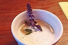 Cappuccino of chestnuts with truffle foam - recipes Fried Chicken Seasoning, Vegetable Seasoning, Mango Salat, Truffle Oil, Schaum, Seasonal Food, Seasoning Mixes, Oatmeal, Veggies