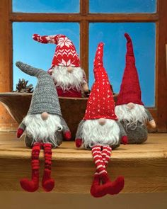 Nisse(in Norway & Denmark), Tomtar (in Sweden) or Tonttu (in Finnish) are the elves of folklore that Scandinavians have loved for generations. Yours will bring your family good fortune in the coming year if you remember him with a Christmas Eve treat. Swedish Christmas, Christmas Gnome, Scandinavian Christmas, Christmas Projects, Winter Christmas, Scandinavian Fabric, Scandinavian Gnomes, Theme Noel, Christmas Decorations