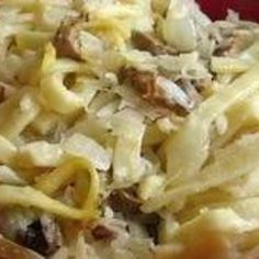 Polish noodles and sauerkraut, or kluski z kwasna kapusta, is a favorite side dish in Eastern European kitchens. Don& skimp on the butter. Noodle Casserole, Casserole Dishes, Kluski Noodles, Ramen Noodles, Polish Recipes, Polish Food, Sauerkraut Recipes, Smoked Ham, International Recipes