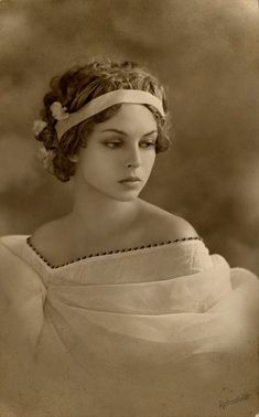 Vintage photo of an anonymous beauty