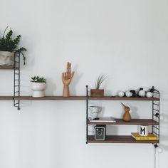 Shelf Inspiration, Furniture Inspiration, Interior Design Inspiration, Decor Interior Design, Room Interior, Living Room Accessories, Home Accessories, Scandinavian Shelves, String Regal