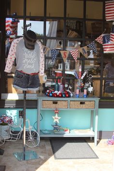 Shellz in @Jonesborough always delivers the most fabulous store displays! #OnlyInJonesborough #America