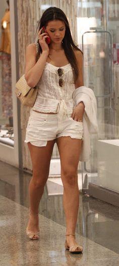 Bruna Marquezine..usar tudo branquinho e fika linda isso é para quem pode neh,,,,