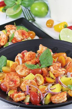 Sałatka z krewetkami, mango i awokado Colombian salad with shrimps, avocado and mango Shrimp Salad, Mango, Paella, Seafood, Recipies, Food And Drink, Meat, Ethnic Recipes, Gastronomia