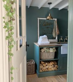 Green Smoke Farrow and Ball Utility Victorian Style Bathroom, Victorian Bedroom, Victorian Kitchen, Green Paint Colors, Paint Color Schemes, Colours, Farrow And Ball Paint, Farrow Ball, Bathroom Interior Design