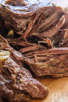 How to Make a Fall-Apart Roast - Yummi. - How to Make a Fall Apart Roast – One that will melt in your mouth and takes little effort on your part. Roast Beef Recipes, Slow Cooker Recipes, Meat Recipes, Crockpot Recipes, Cooking Recipes, Slow Cooker Beef Roast, Crock Pot Roast Beef, Best Crockpot Roast, Carne Asada