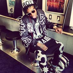 wiz khalifa images, image search, & inspiration to browse every day. Celebrity Sneakers, Taylors Gang, King Outfit, Cute Rappers, Wiz Khalifa, Smoking Weed, Thug Life, Celebs, Celebrities