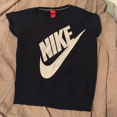 Nike short sleeve sweater. Short sleeve sweater excellent condition and never worn. Nike Sweaters