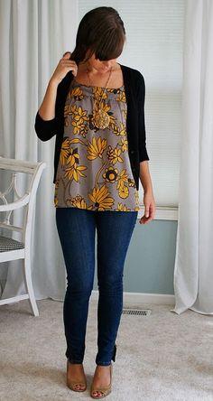 Necklace + flowy top n skinny jeans