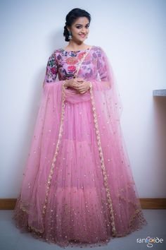 New dress skirt indian Ideas Nouvelle robe jupe indienne Ideas Half Saree Designs, Lehenga Designs, Saree Blouse Designs, Long Gown Dress, Anarkali Dress, Hot Dress, Dress Skirt, Indian Wedding Outfits, Indian Outfits