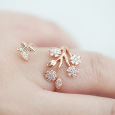 Delicate Crystal flower garden Adjustable ring in Pink Gold♥ Available Size: Adjustable ring, one size♥ Metal: over Brass finding♥ Stone :Cubic zirconia♥ Color: Pink Gold only♥ Comes in a Lo..