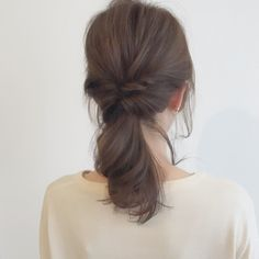 ヘッドスパのクーポン満載・髪の総合情報サイト【頭美人】のヘアレシピです。今回は「ミディアムでも綺麗にきまる♪くるりんぱポニーテール」のヘアアレンジについてのご紹介です。 Medium Hair Styles, Long Hair Styles, Hair Arrange, Hair Strand, Hair Care, My Style, Beauty, Hairstyles, Fashion