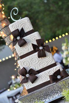 Ivory & Brown Piping w/ Chocolate Fondant Bows wedding cake Beautiful Wedding Cakes, Gorgeous Cakes, Pretty Cakes, Cute Cakes, Amazing Cakes, Chocolate Fondant, Modeling Chocolate, Chocolate Brown, Fancy Cakes