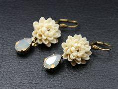 boucles d'oreilles waterlily fleur résine ivoire