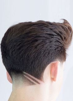 European Haircut Trends For Men Round Face Haircuts, Haircuts For Long Hair, Girl Haircuts, Haircuts For Men, Medium Black Hair, Medium Hair Cuts, Long Hair Cuts, Pelo Mohawk, Trendy Haircut