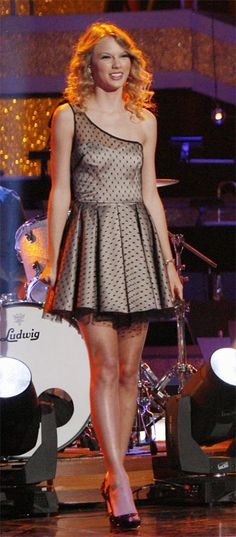 Who made Taylor Swift's polka dot one shoulder dress that she wore while one With The Stars, October 27, 2009?