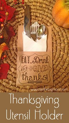 Thanksgiving Printable Utensil Holders & Printables!  Such an easy and affordable way to dress up your table setting!  #thanksgiving