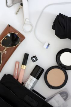 Homevialaura | What's inside my handbag | Insjö Inari bag in bag | cosmetics | Rayban Aviator | Muji boxes | keys