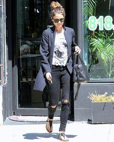 nikki-reed-look-street-style-jeans-destroyed-blazer.jpg (600×748)