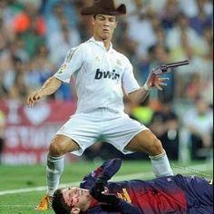 Messi został postrzelony przez Cristiano Ronaldo • Galeria śmiesznych zdjęć • Ronaldo bawi się w kowboja • Wejdź i zobacz więcej >>
