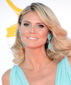 This is how you wear #opals our #TBT #HeidiKlum hit the 64th Emmys in this stunning Grecian gown by Paris couturier #AlexandreVauthier #style #fashion #earrings #model #gifts #shopping  #jewellery #GetTheLook contact us - sales@australianopalcutters.com