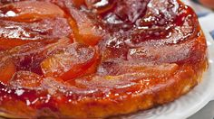 Apple and Blackberry Tart Tatin. This is one of my famous one pot wonder desserts. It is a very simple but effective dessert. Apple Cut, Caramelised Apples, One Pot Wonders, Apple Recipes, Serving Platters, Cooking Time, Food Inspiration, Good Food, Food And Drink