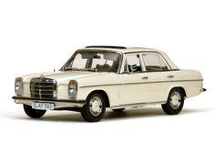 Mercedes Benz Strich 8 Saloon 1:18 (SunStar)