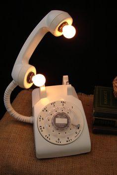 Upcycled Vintage White Rotary Telephone Lamp par Benclif Design