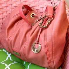 Coral Jennifer Lopez bag This super cute shoulder bag is ready for spring! In good condition- slight black smudges on purse as shown in above pictures.  Love the item, but not the price?! Hit the offer button☺️ Jennifer Lopez Bags Shoulder Bags