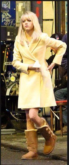 Hermosa combinación!!! Love this look & her UGGs boots, it suits her very well indeed :)