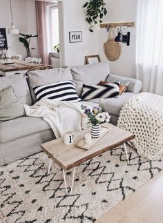 Wohnzimmer Boho and Nordic. Wohnzimmer gestalten und dekorier… Living room Boho and Nordic. Design and decorate the living room. Living Pequeños, Nordic Living Room, Scandinavian Living, Boho Living Room, Living Room Interior, Living Room Decor, Small Living, Living Rooms, Furniture Layout