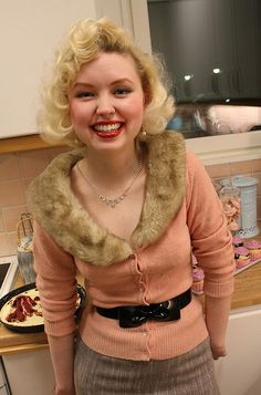 Great vintage look for winter. Glamorous and cosy.