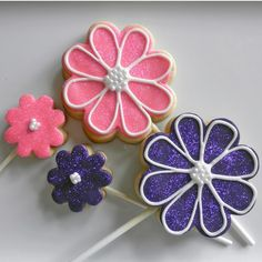 #Flower #Cookies by @CookiesMiami pinned by #TheCookieCutterCompany www.cookiecuttercompany.com