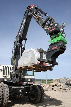 HKS TiltRotator TR-K 85 with excavator Terex TW85 and OilQuick quick-coupler