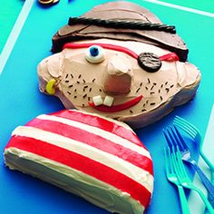 Pirate Cake, good idea for a little boys birthday cake ! @Sarah Chintomby Matthews