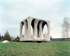 2-Mysterious-concrete-sculpture-monuments-in-former-Yugoslavia-photographed-by-Antwerp-based-Belgian-Photographer-Jan-Kempenaers.jpg (600×479)