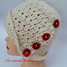 Cappello in lana lavorato ad uncinetto con di ifilicoloratidisara