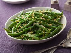 Keep your vegetable sides simple with the Neelys' healthy Green Beans with Lemon and Garlic recipe from Food Network. Balsamic Green Beans, Sauteed Green Beans, Garlic Green Beans, Sauteed Greens, Sauteed Mushrooms, Healthy Green Beans, Green Bean Salads, Green Bean Recipes, Green Veggies