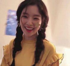 velours rouge lq - irene - Red Velvet - Far East Models Kpop Girl Groups, Korean Girl Groups, Kpop Girls, Exo Red Velvet, Red Velvet Irene, Seulgi, Star Girl, I Love Girls, Kpop Aesthetic
