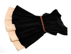 Due abitini della fall winter collection nelle tonalità nero e rosa cipra con cintura in vita.Per un perfetto outfit anni 50