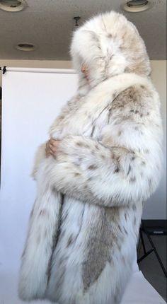 Winter Coats Women, Coats For Women, Fox Fur Coat, Fur Coats, Lynx, Vest For Sale, Cosy Outfit, Disney Themed Outfits, Fluffy Coat