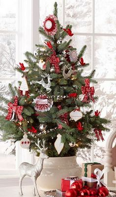 42 Amazing Christmas Tree Decorating Ideas | RemoveandReplace.com