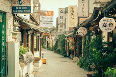 Insadong, Seoul by Alex Barlow